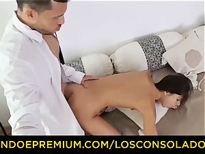 LOS CONSOLADORES - Russian Gina Gerson pulverized in FFM