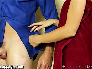 torrid cougar Jasmine Jae gives the masseuse a hand-job
