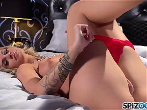 steamy stunner Jessa Rhodes uses her dildo