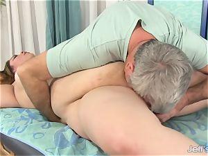 plumper Gets Her figure, vagina and bootie massaged