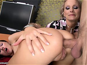 Sasha Rose gets her wonderful bootie inserted by a pulsing pipe