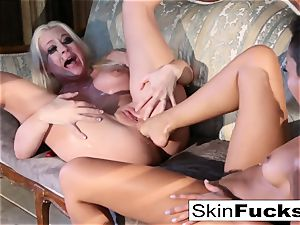 Skin's lezzy Dr. Who anal with Leya