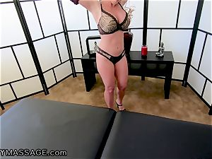 FantasyMassage cougar Dee Williams point of view dump rubdown