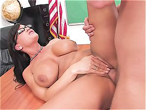 Lisa Ann is the princess of all cougars