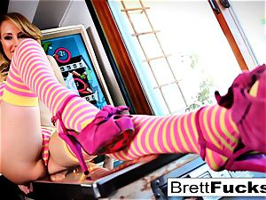 Pinball gaming leads to cunt wedging by Brett Rossi