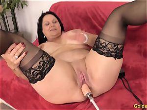 Mature Leylani pecker romped by a Machine