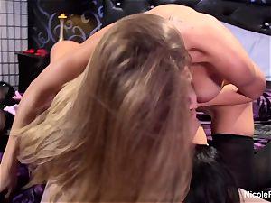 Nicole's all girl 3-way
