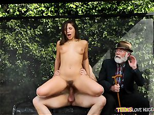 hilarious situation of vag plunged daughter and her grandfather watches at bus stop - Abella Danger and Bill Bailey