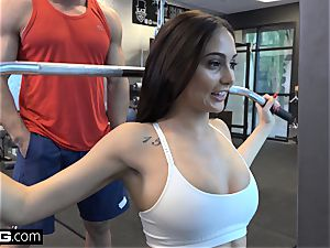 pulverize Confessions Ariana penetrates a random boy at the gym