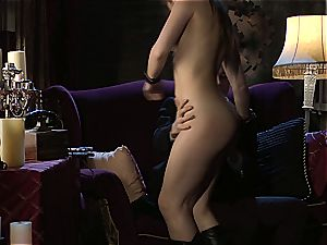 Dani Daniels implementing cogs and weenies in her steampung desire