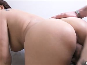 Anna Polina gets her globes out for cash