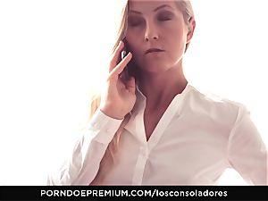 LOS CONSOLADORES - Amirah Adara facial in FFM three way