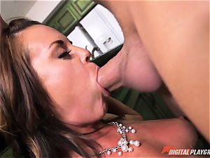 crazy honey Rahyndee gets her way and is pummeled deep in her cooch pie