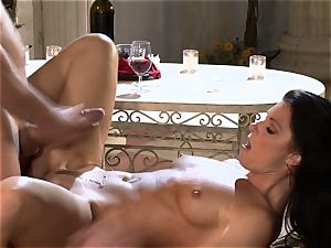 India Summers India Summers is loving the thick sausage pleasuring her steamy beaver har