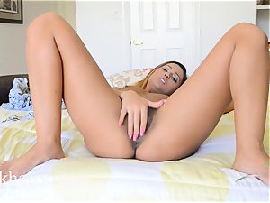 unshaved Latina Jaye Summers getting wet on the sofa
