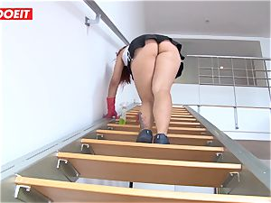 Latina maid agrees to drill boy for a larger tip