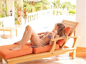 Madison Ivy and Nicole Aniston cunny joy in bikinis