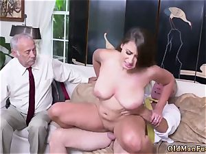 Real amateur wifey rides After getting to know the fellows finer, she impresses even more